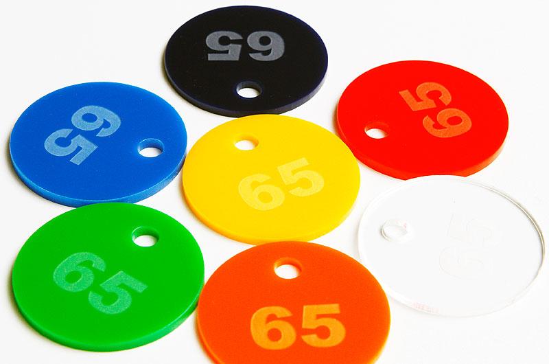 Numerki do kluczy lub szatni z pleksi wzór kształtu okrągły z małą dziurką
