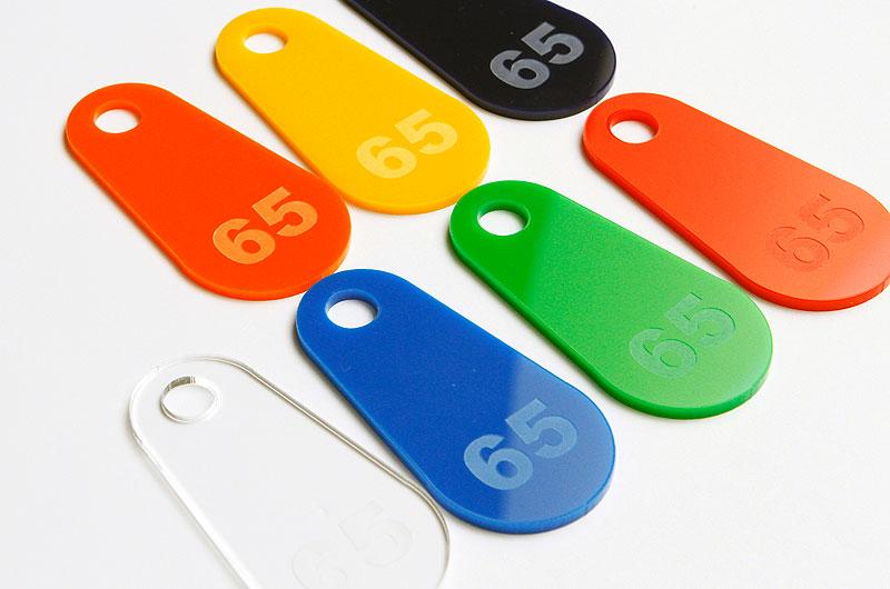 Numerki do kluczy lub szatni z pleksi wzór kształtu ŁEZKA z dużą dziurką