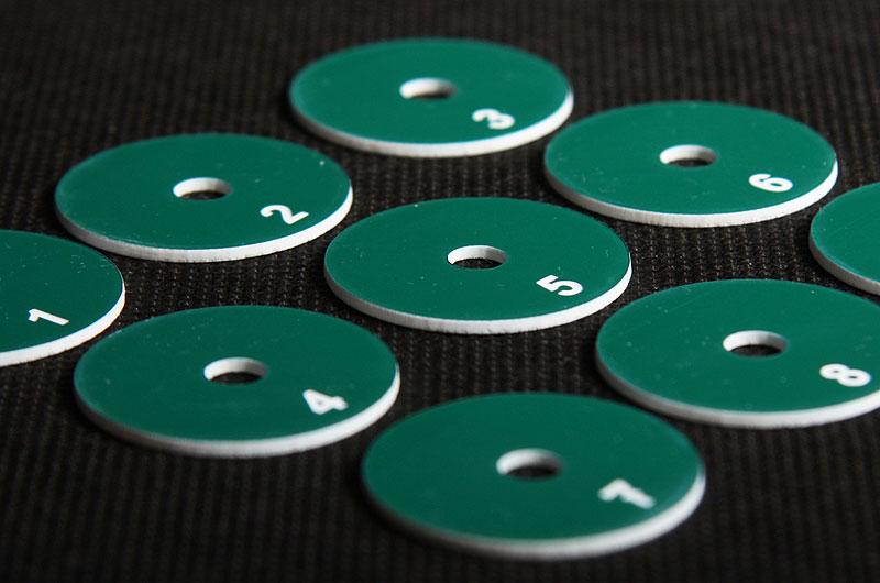 Plastikowe numerki narzędziowe w kolorze zielono białym