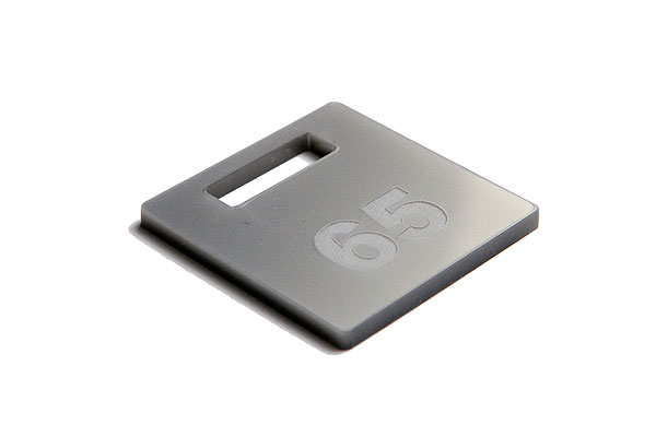 Numerek do szatni lub do kluczy na srebrnej pleksi