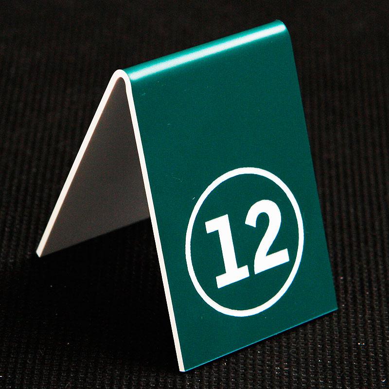 Grawerowany numerek na stolik zielono biały kółko
