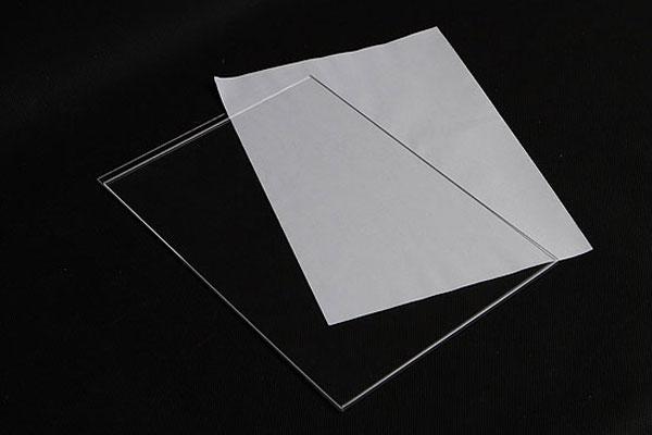 Bezbarwna kieszonka na wymienny numerek format A6, z białą kartką
