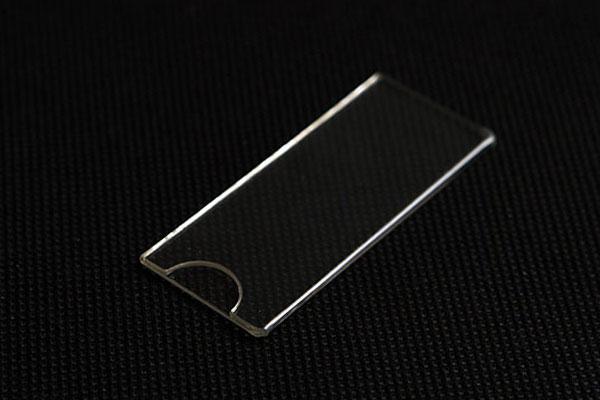 Bezbarwna kieszonka na wymienny numerek z wycięciem na palec