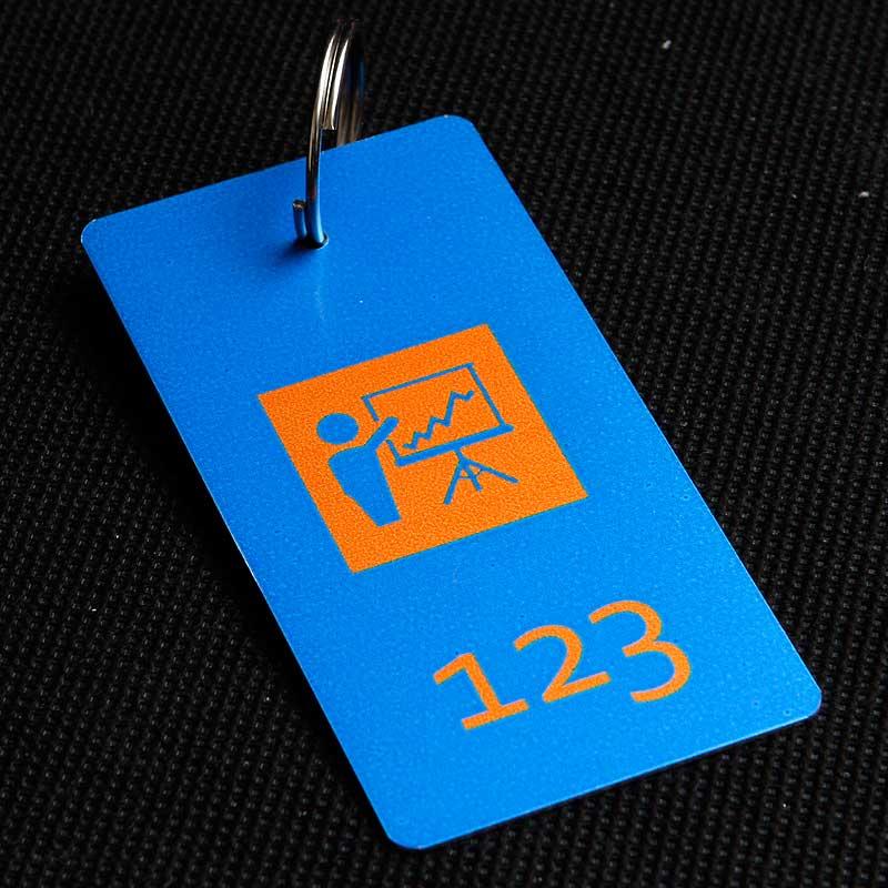 Metalowy numerek do klucza dla banku