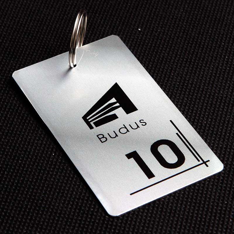 Metalowy numerek do klucza dla biurowca
