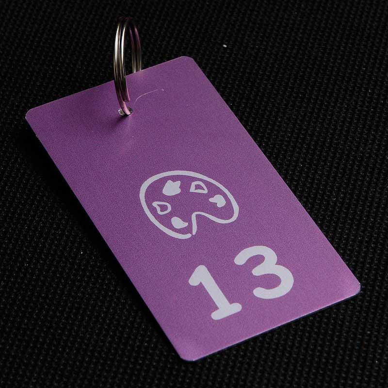 Metalowy numerek do klucza dla szkoły i przedszkola