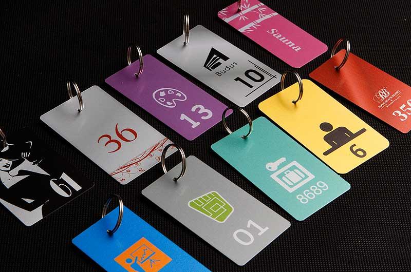 Metalowe zawieszki z numerkami do kluczy wzory kolorów