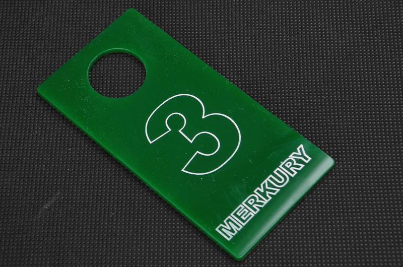 Zielono-biały numerek do przymierzalni przebieralni