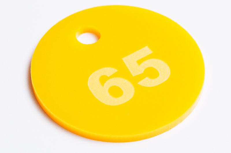 Żółta grawerowana marka narzędziowa