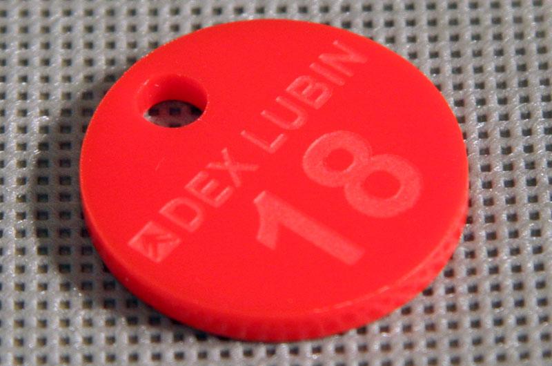 Czerwona grawerowana marka narzędziowa