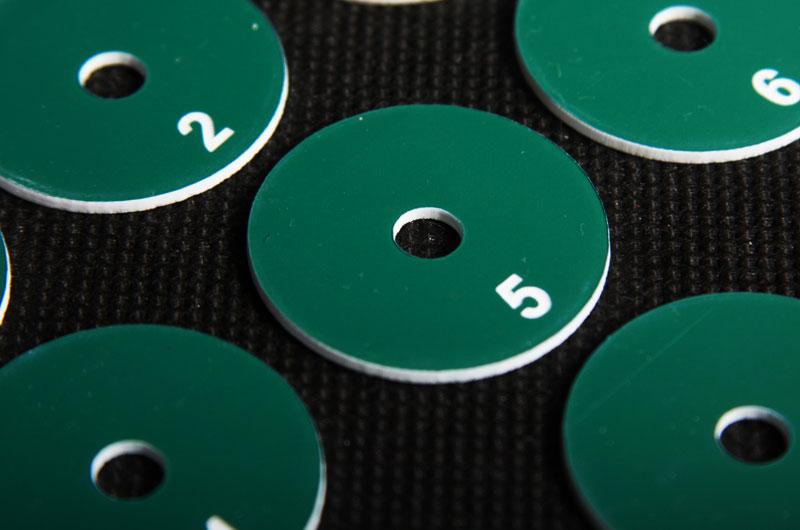 Zielono białe marki narzędziowe grawerowane