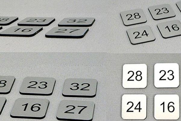 Grawerowane numerki na szafki gospodarcze, kwadratowe srebrno czarne