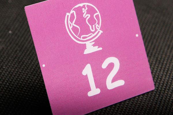 Metalowy numerek na szafkę w szkole, fioletowo-srebrny, samoprzylepny