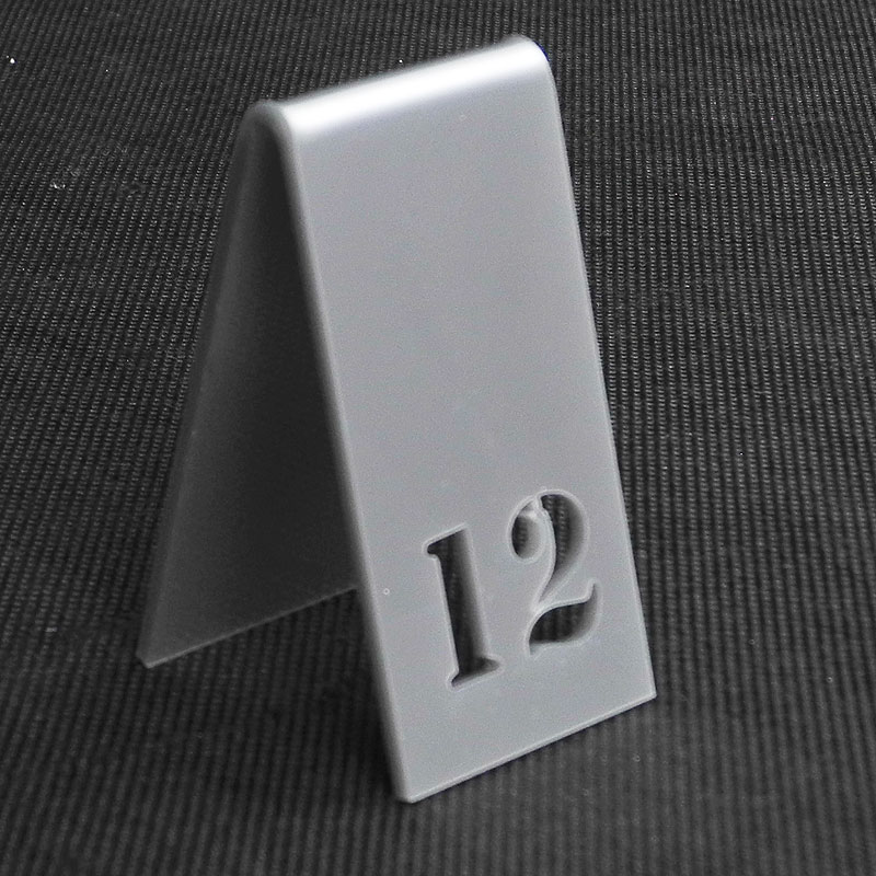 Numer na stół w ze srebrnej pleksi