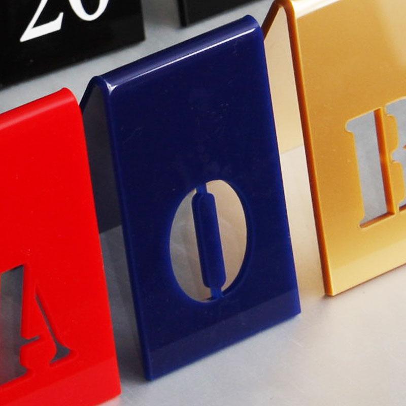 Numer na stół w kolorze granatowym