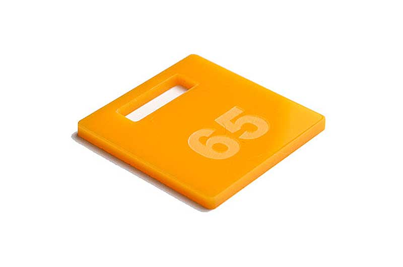 Ciemnożółty grawerowany numerek do kluczy