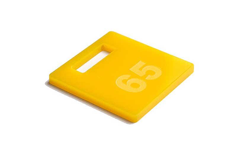 Żółty grawerowany numerek do kluczy