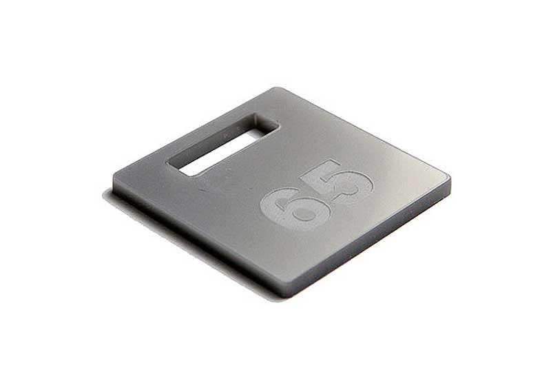Srebrny grawerowany numerek do kluczy