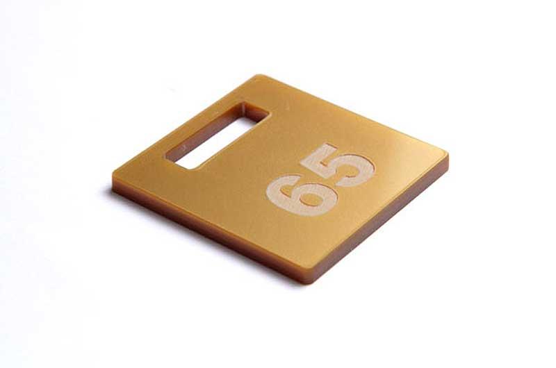 Złoty grawerowany numerek do kluczy