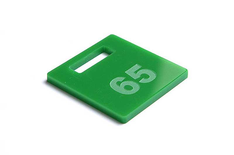 Zielony grawerowany numerek do kluczy