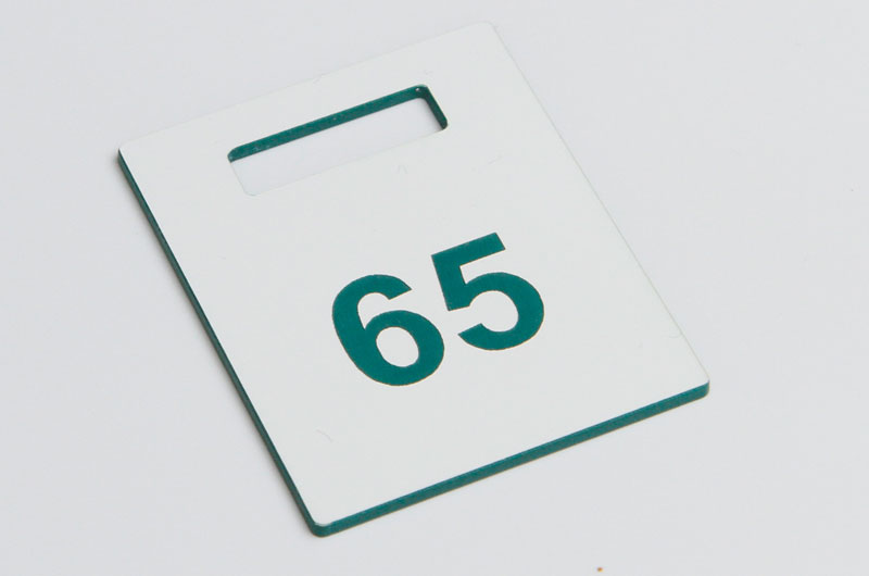 Biało-zielony numerek do szatni