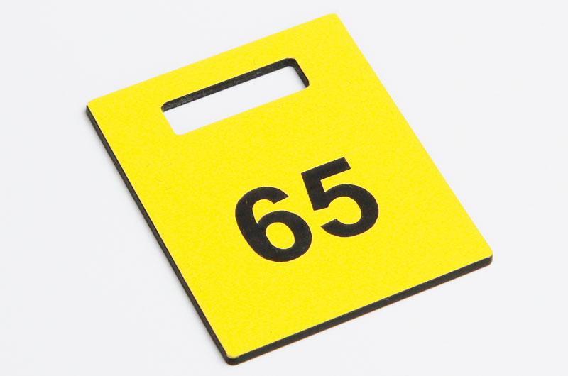 Żółto-czarny numerek do szatni