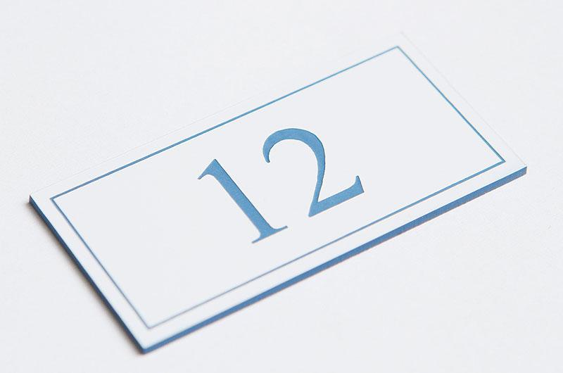 Numerek na drzwi biało-niebieski laminat