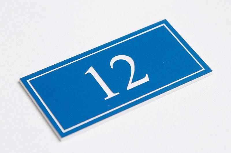 Numerek na drzwi niebiesko-biały laminat
