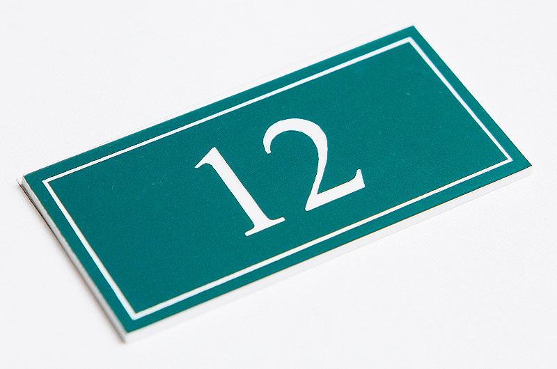 Numerek na drzwi zielono-biały laminat