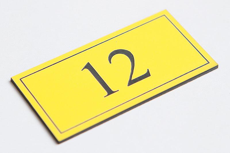Numerek na drzwi żółto-czarny laminat