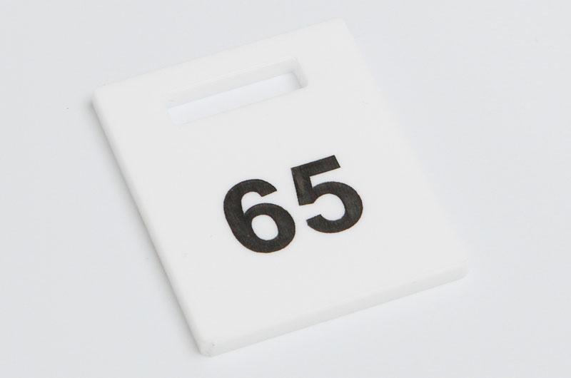 Numerek do szatni nieścieralny biało-czarny