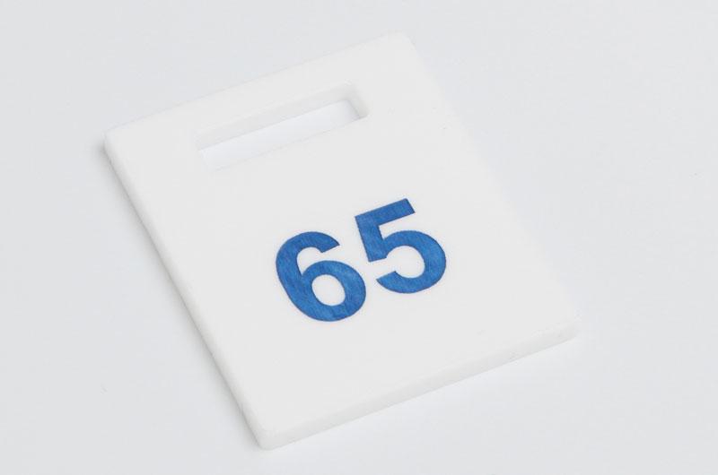 Numerek do szatni nieścieralny biało-niebieski