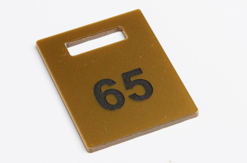 Numerek do szatni nieścieralny złoto-czarny