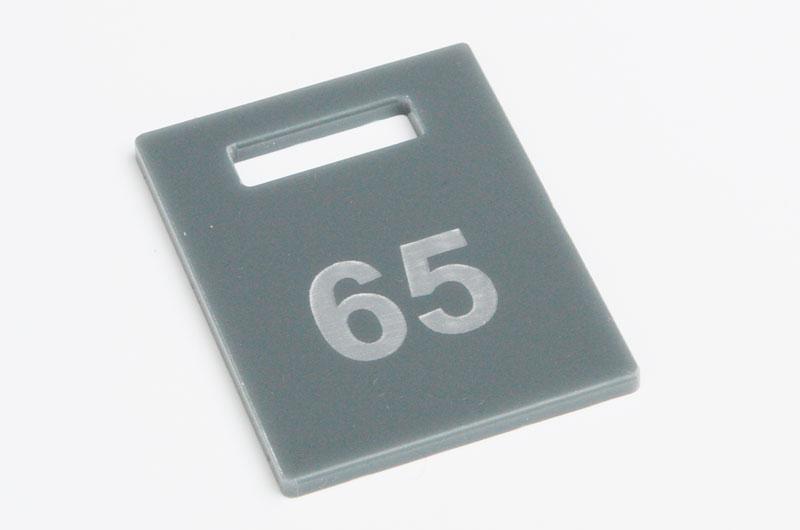Nieścieralny grawerowany szary numerek do szatni