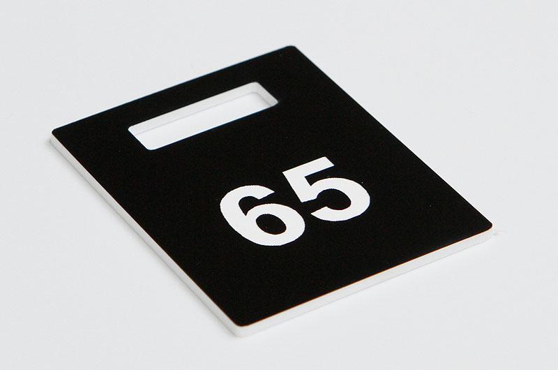 Numerek do szatni czarno-biały
