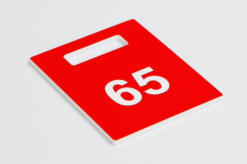 Numerek do szatni czerwono-biały
