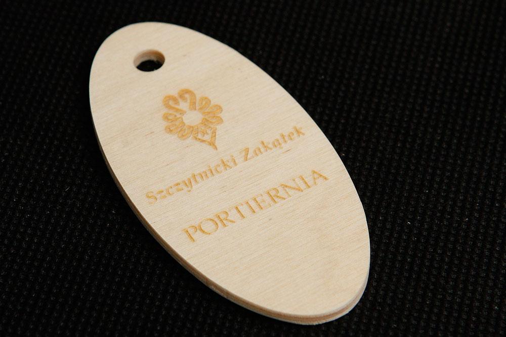 Drewniany numerek zawieszka do kluczy - surowe drewno
