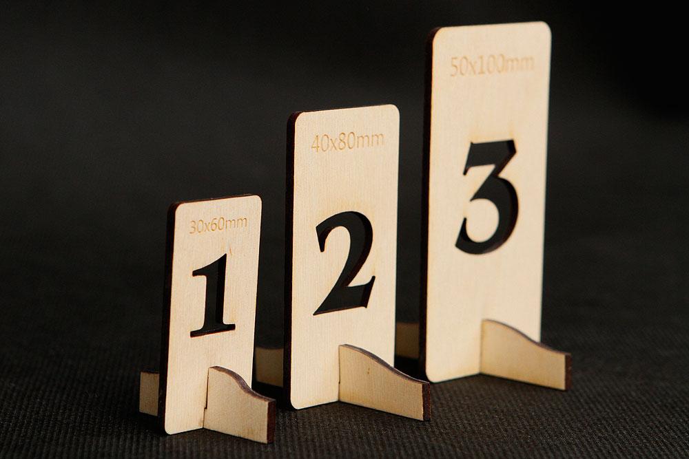 Drewniane numerki na stół