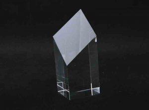 Szklana statuetka ścięty prostopadłościan