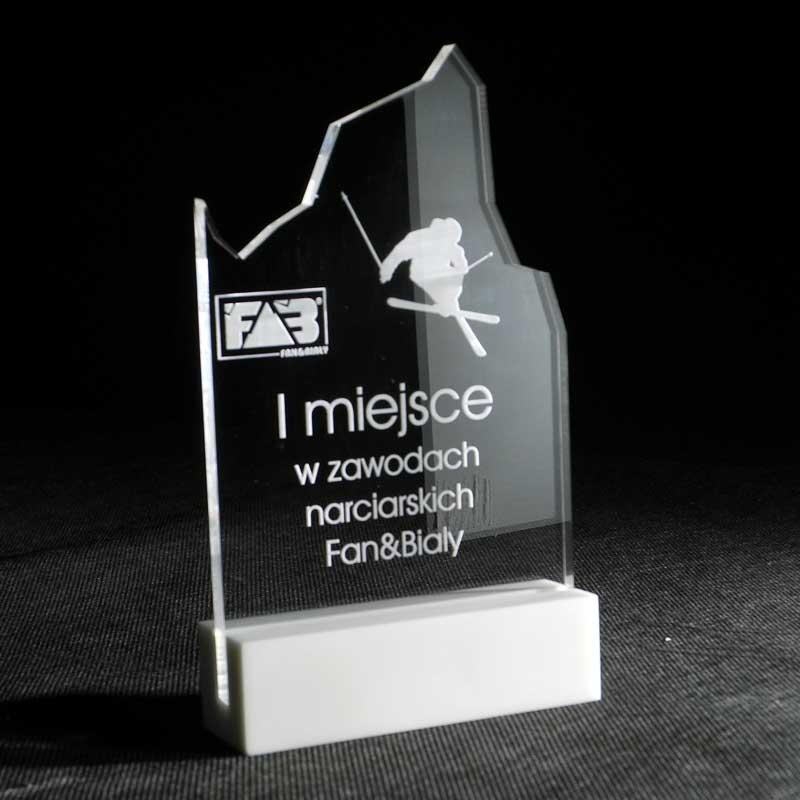 Statuetka z akrylu nagroda w konkursie na podstawce z corianu