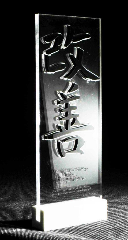 Statuetka z akrylu nagroda za wyniki na podstawce z corianu