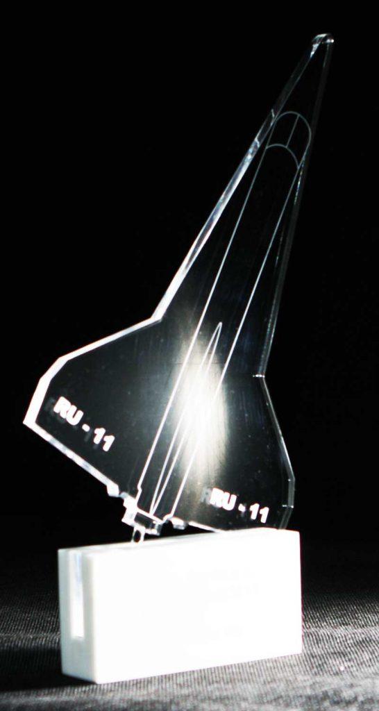 Statuetka z akrylu pamiatkowa samolot na podstawce z corianu