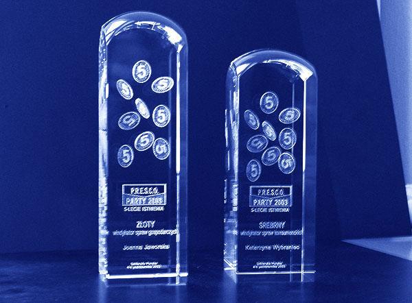 Szklane statuetki nagrody firmowe - złoty i srebrny windykator spraw gospodarczych
