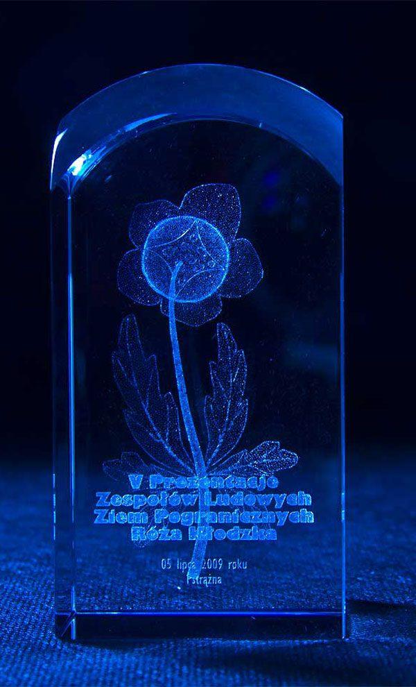 Szklana statuetka nagroda w przeglądzie zespołów ludowych