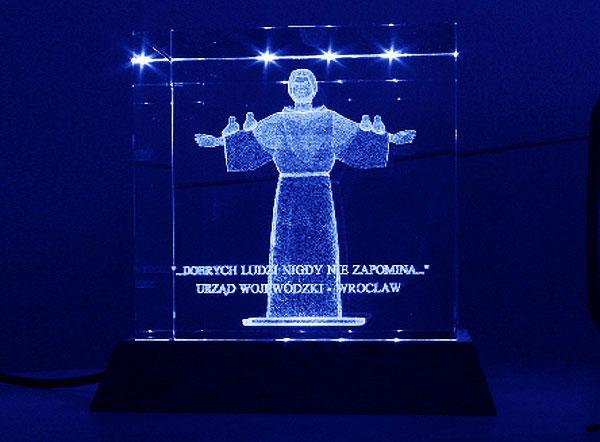 Szklana statuetka podziękowanie od urzędu wojewódzkiego