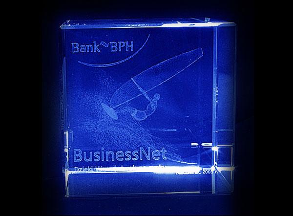 Szklana statuetka podziękowanie od banku