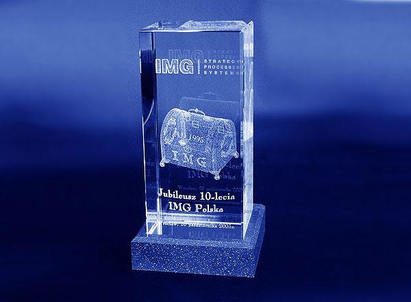 Szklana statuetka na jubileusz 10 lecia firmy w Polsce