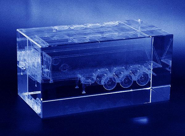 Szklana statuetka firmowa naczepa do ciągnika siodłowego