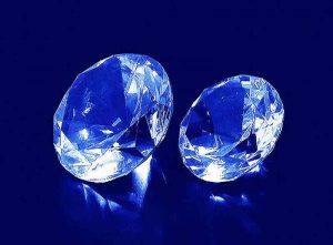 Szklane statuetki diamenty