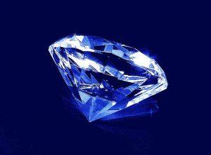 Szklana statuetka diament widok z boku